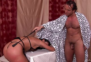 Slave wife Mandy Saxo tied up and spanked wits her roasting shush