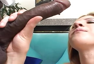 Hotness Blond Hair Lady Takes A Mouthful Of Jizz Male Milk