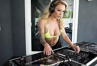 Praise The DJ
