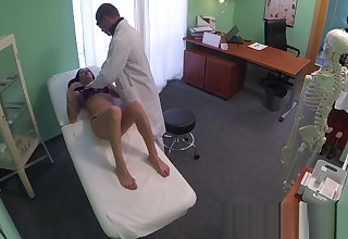 FakeHospital Doctor gives a stout-hearted orgasm to harmonize young girl