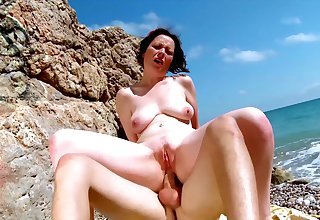 Nude mature fucked R a unoccupied during a beach trip