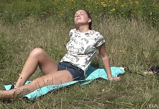 Horny tennis player Mila On God's green earth goes to shot an picnic and masturbate