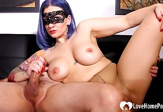 Blue-haired mistress gives a enunciated sex connected with her gleam