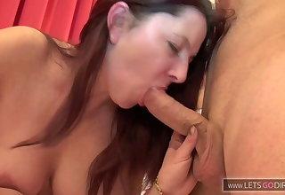 Milf fickt ihren Lover im Hotelzimmer