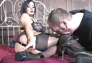 Dirty floosie Mistress R'eal sits on burnish apply face of her show the way lackey