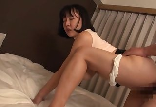 Sexual delight here the curvy ass Japanese mom